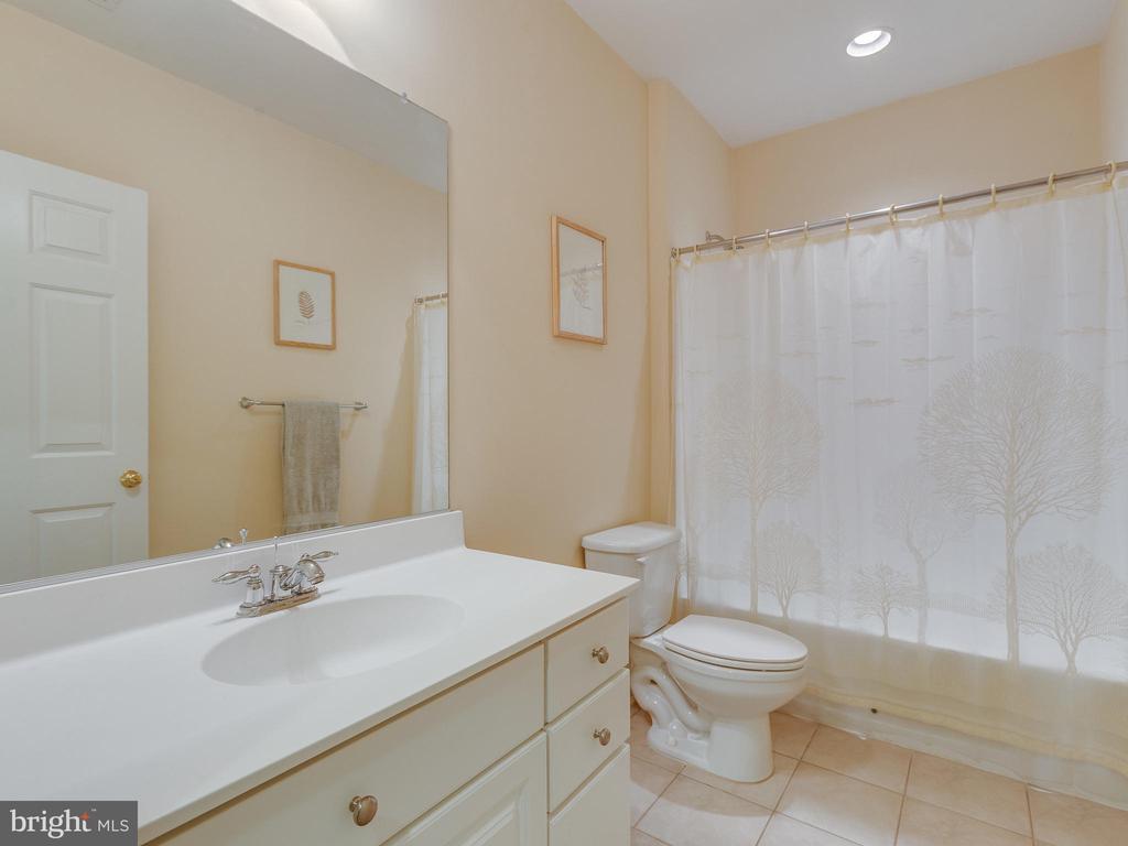 Full bathroom in basement. - 42294 IRON BIT PL, CHANTILLY