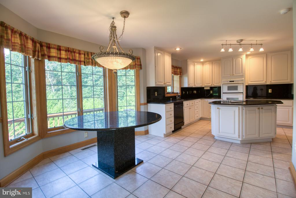 Kitchen and breakfast area - 14016 HARRISVILLE RD, MOUNT AIRY