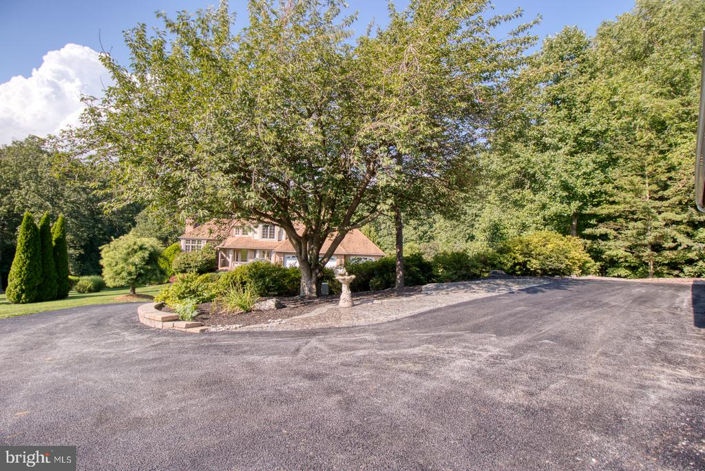 Drive and parking areas - 14016 HARRISVILLE RD, MOUNT AIRY
