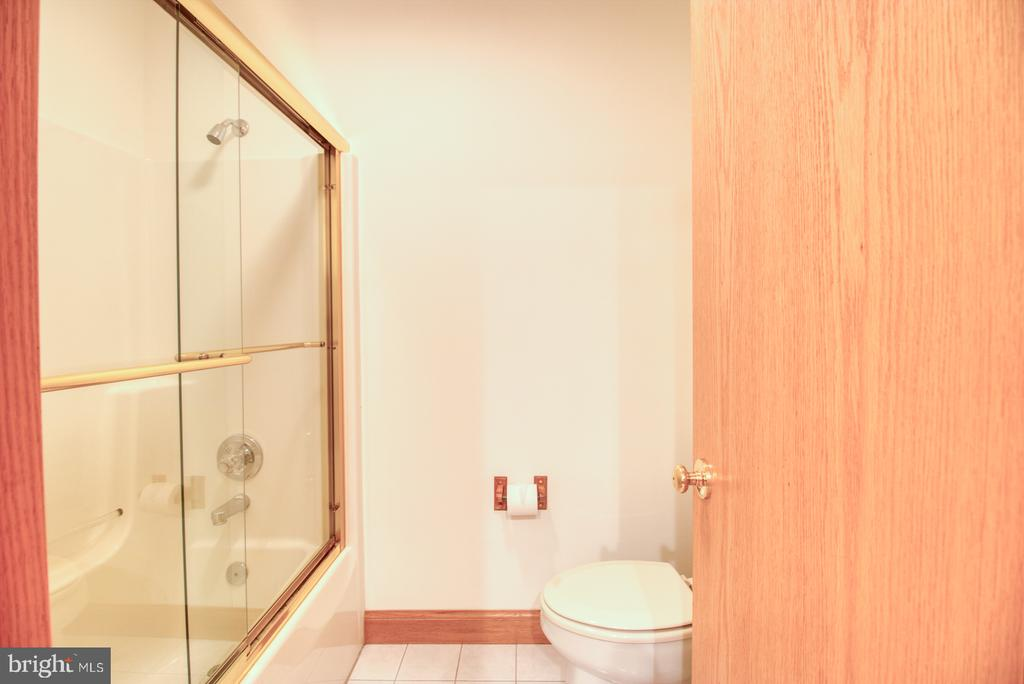 Upstairs bathroom - 14016 HARRISVILLE RD, MOUNT AIRY