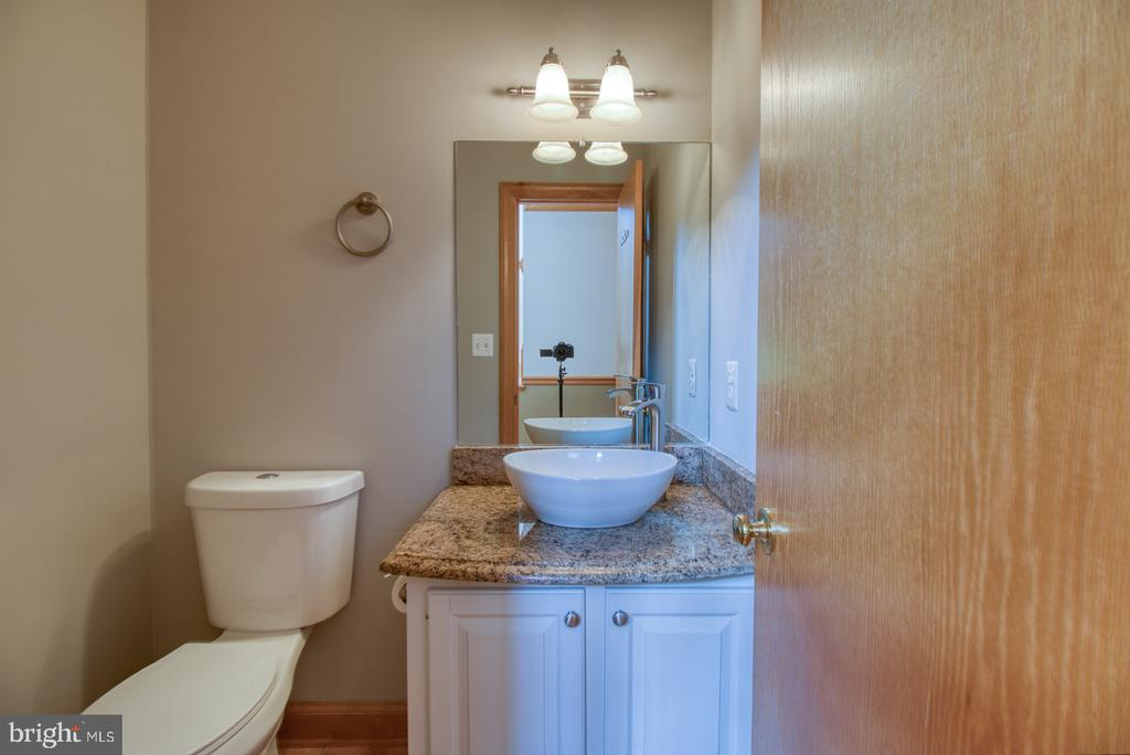 Guest bathroom on main level - 14016 HARRISVILLE RD, MOUNT AIRY