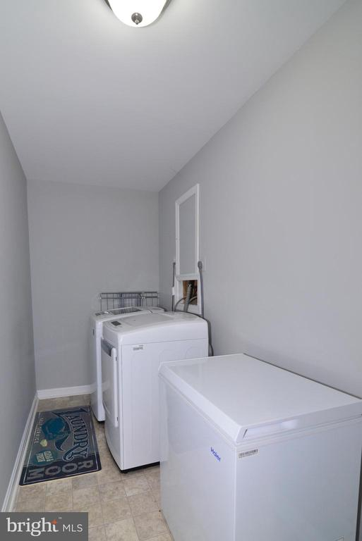 Laundry - 111 S DICKENSON AVE, STERLING