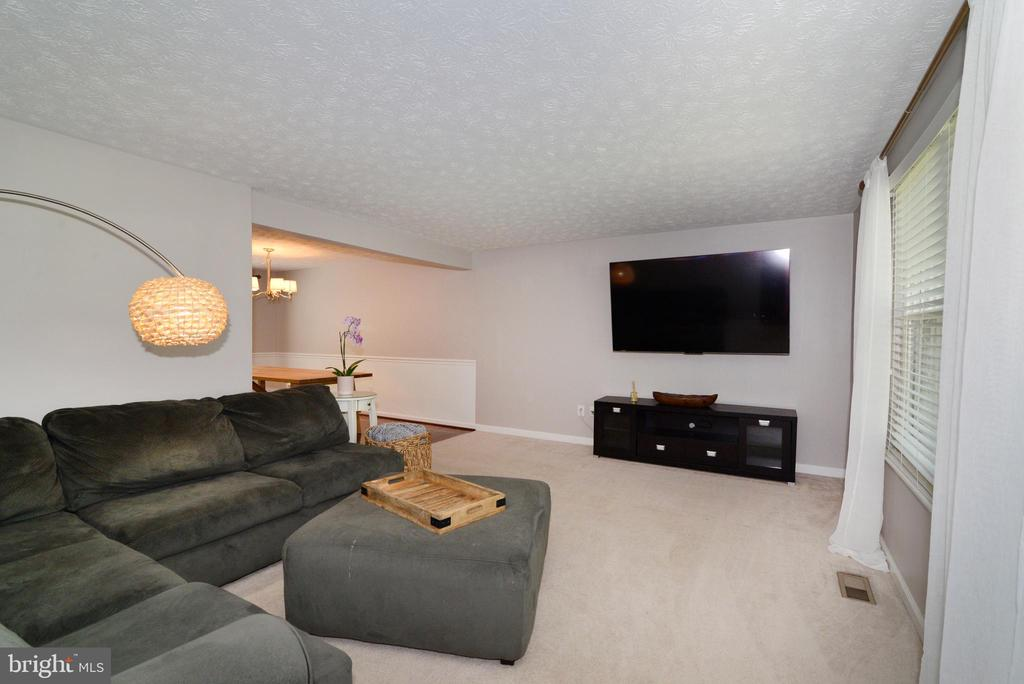 Family Room - 111 S DICKENSON AVE, STERLING