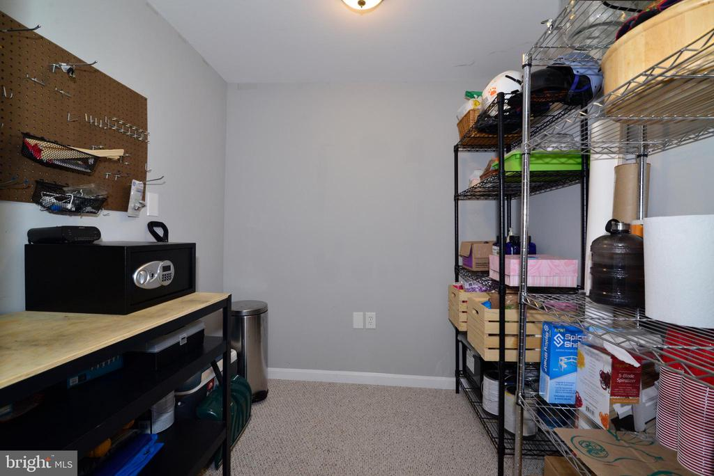 Basement craft room - 111 S DICKENSON AVE, STERLING