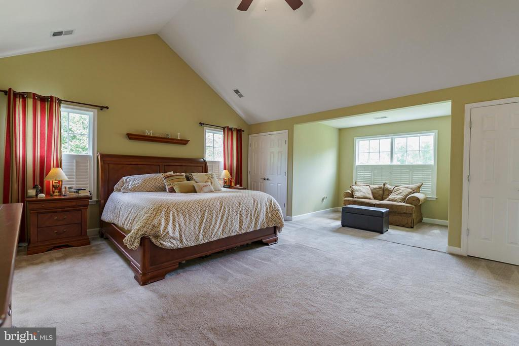 Sitting alcove in master suite - 12 BLOSSOM TREE CT, STAFFORD
