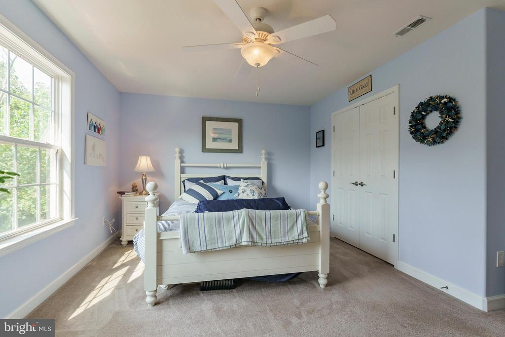 Large secondary bedrooms - 12 BLOSSOM TREE CT, STAFFORD
