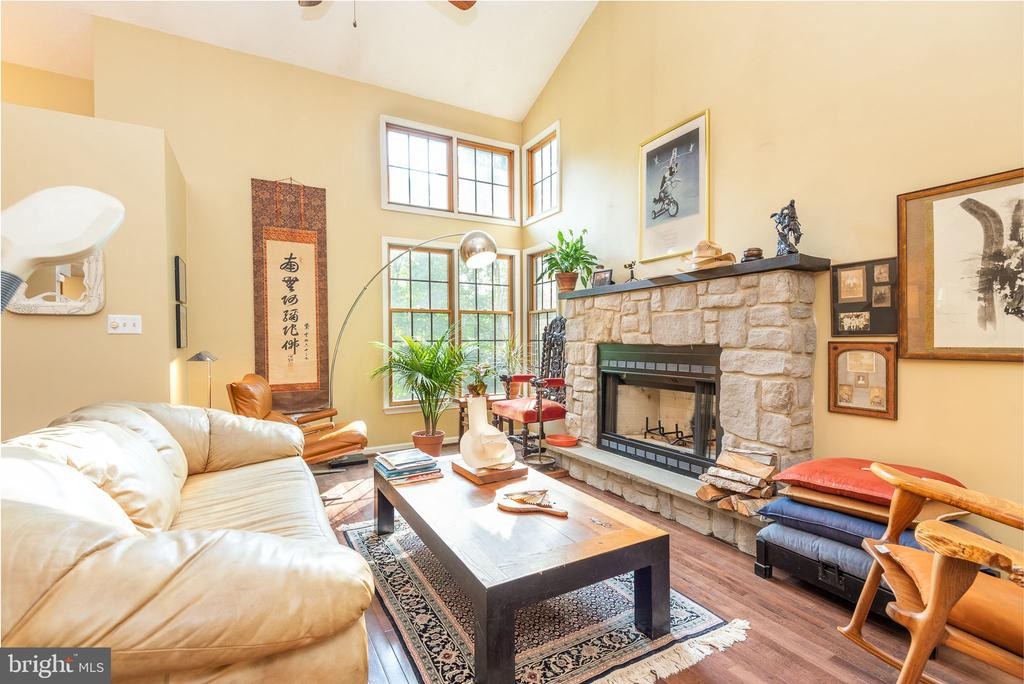 Bright, open floor plan with cozy fireplace - 39 CONIFER CT, HARPERS FERRY