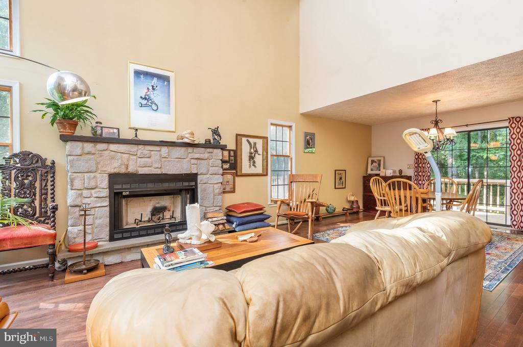 Spacious great room with soaring ceiling - 39 CONIFER CT, HARPERS FERRY