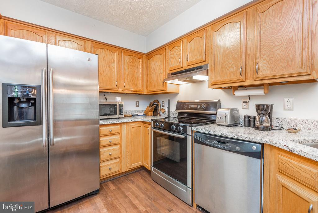 Stainless steel appliances - 39 CONIFER CT, HARPERS FERRY