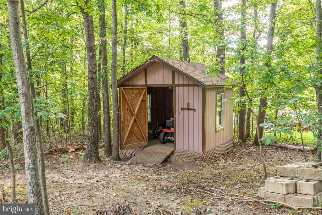 2 storage sheds - 39 CONIFER CT, HARPERS FERRY
