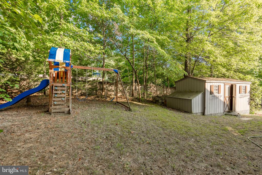 Lots of room for kids and pets to play - 39 CONIFER CT, HARPERS FERRY