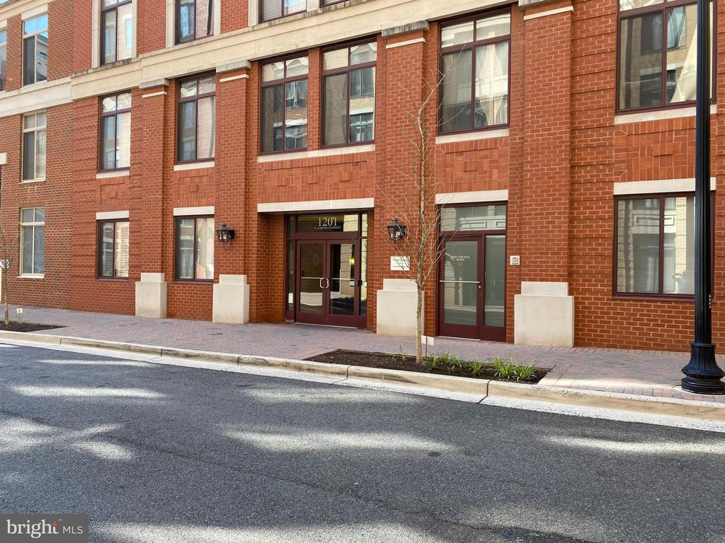 Welcome to Clarendon...where city life abounds! - 1201 N GARFIELD ST #316, ARLINGTON