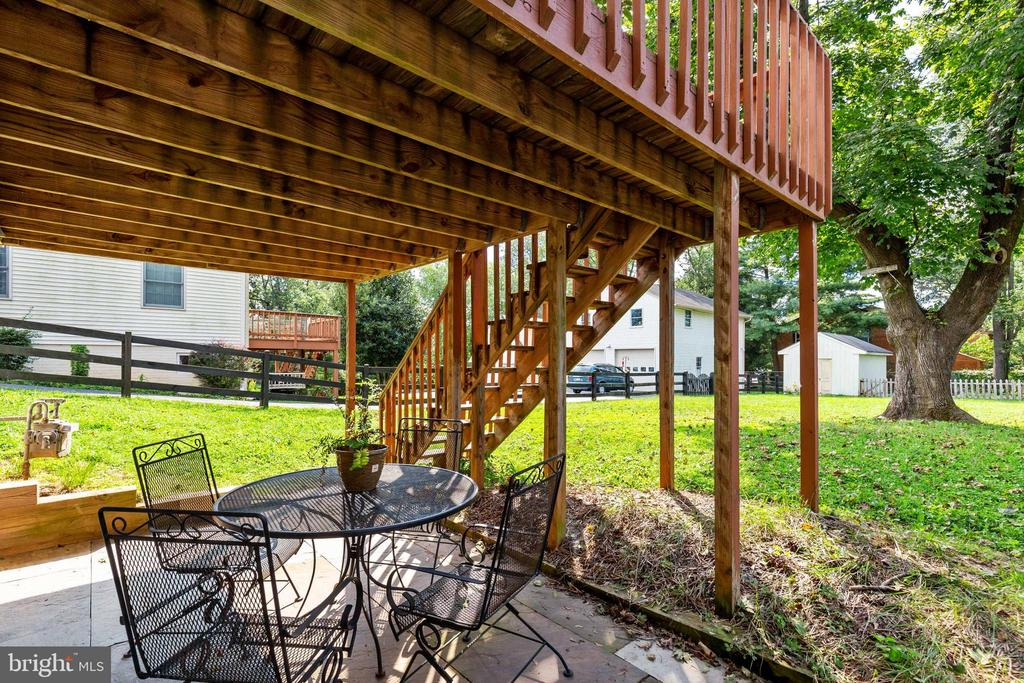 Patio with views of spacious backyard - 701-B WIRT ST SW, LEESBURG