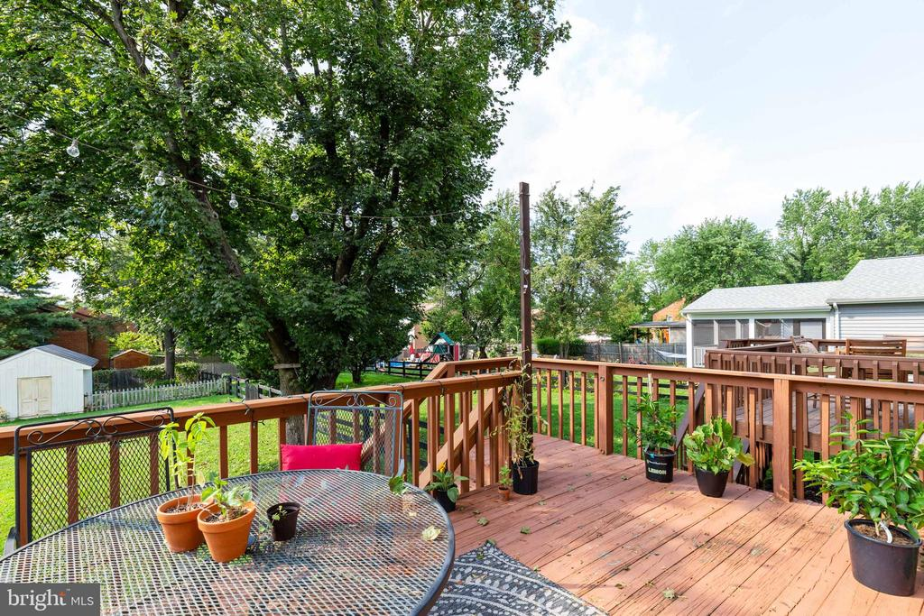 Lovely deck off the kitchen - 701-B WIRT ST SW, LEESBURG