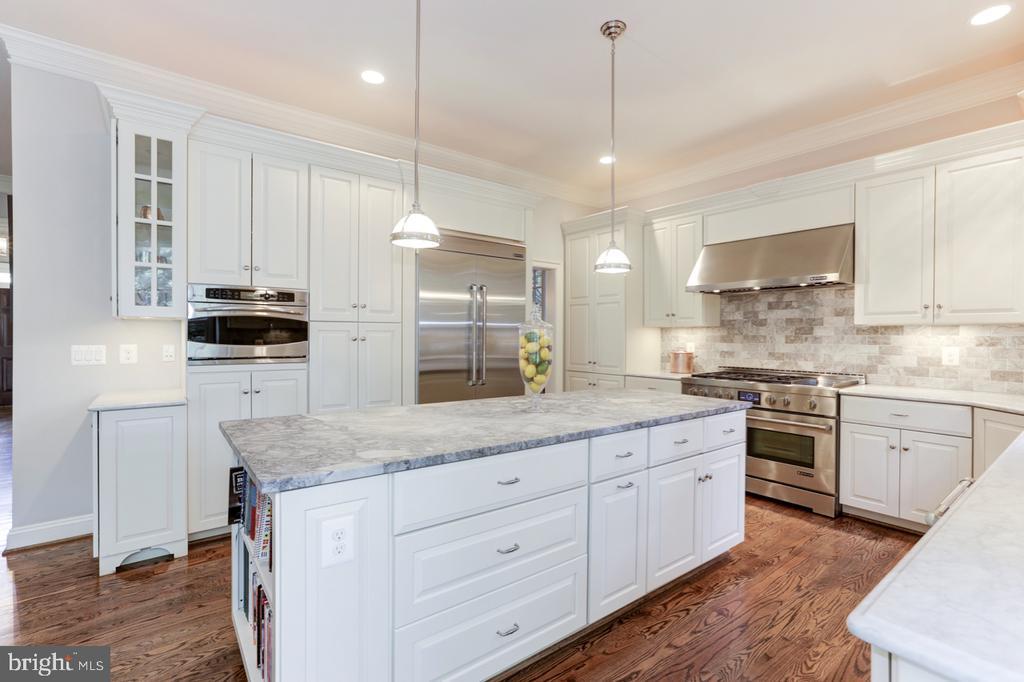 Gourmet Kitchen - Large Center Island - 4005 N RICHMOND ST, ARLINGTON