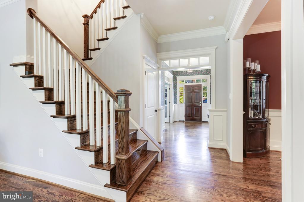 Staircase - 4005 N RICHMOND ST, ARLINGTON