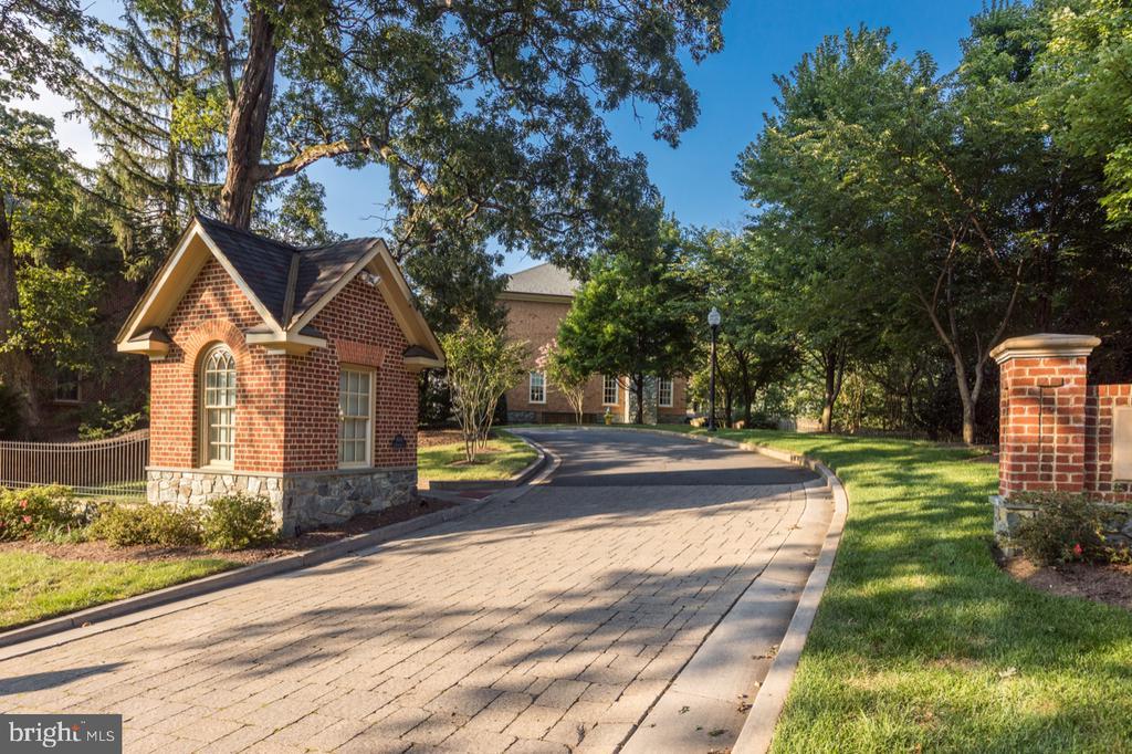 Entrance to Neighborhood - 4005 N RICHMOND ST, ARLINGTON