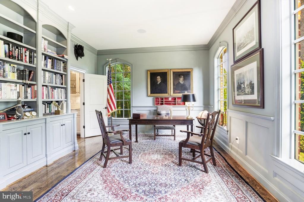 Library / Office with French door for Privacy - 4005 N RICHMOND ST, ARLINGTON