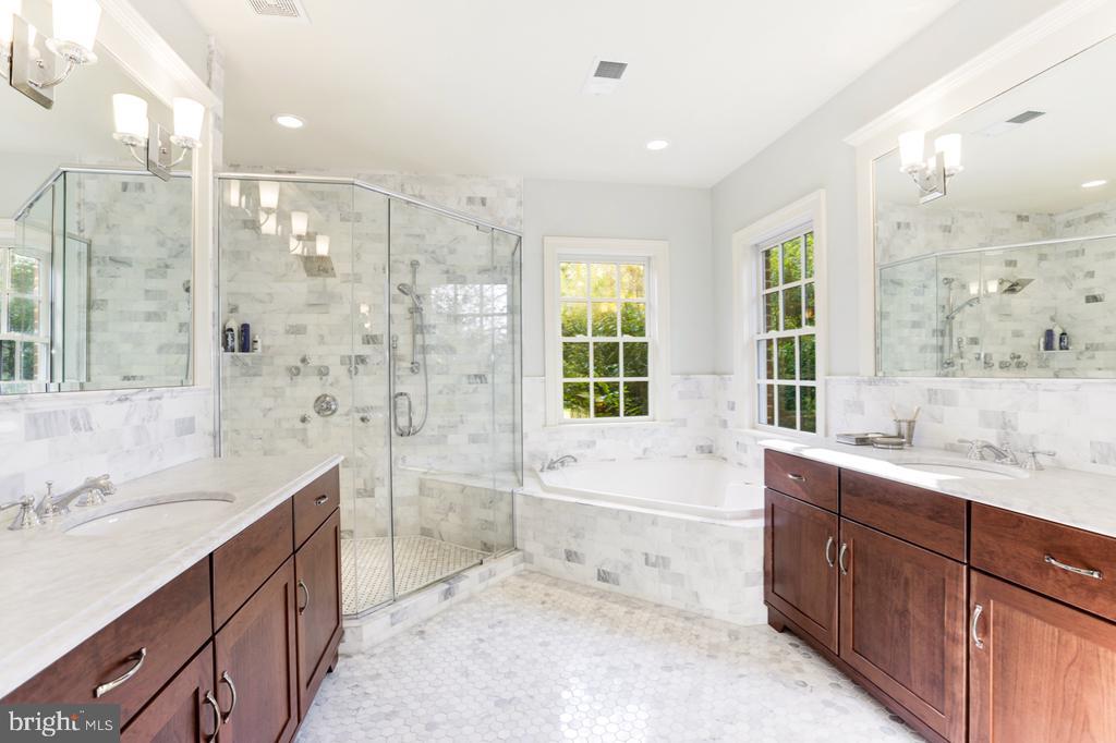 Owner's Suite Bath - 4005 N RICHMOND ST, ARLINGTON
