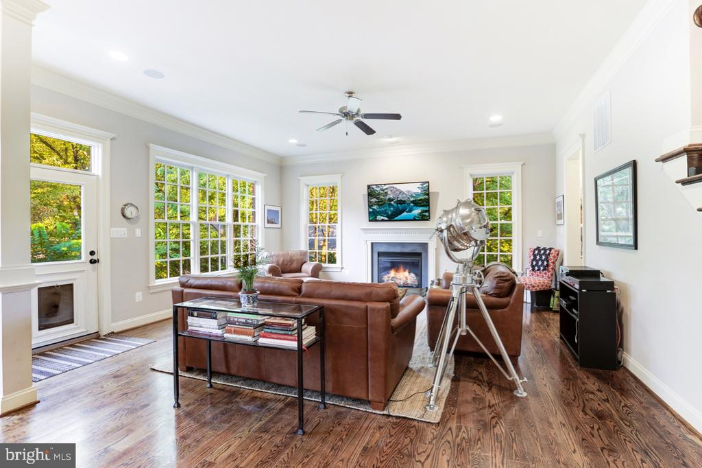 Family Room - Open to Kitchen - 4005 N RICHMOND ST, ARLINGTON