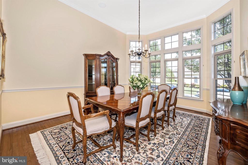 Large formal dining room, great for entertaining - 31 BATTERY RIDGE DR, GETTYSBURG