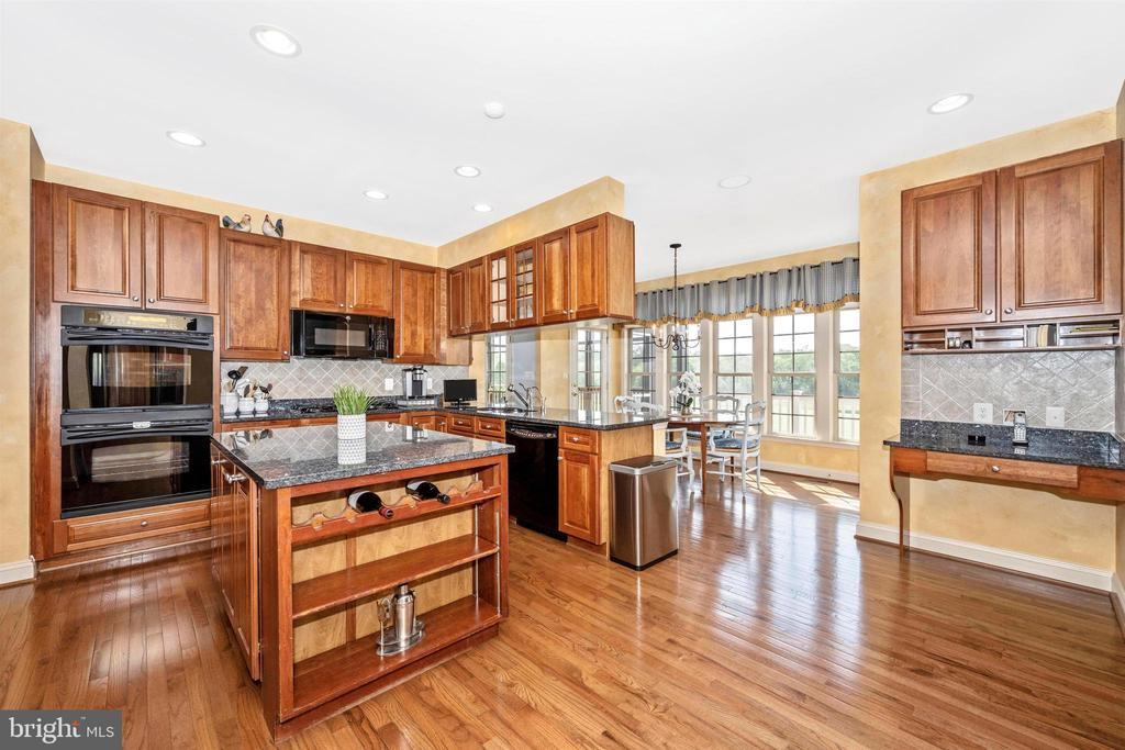 Built in oven and microwave with views of course - 31 BATTERY RIDGE DR, GETTYSBURG