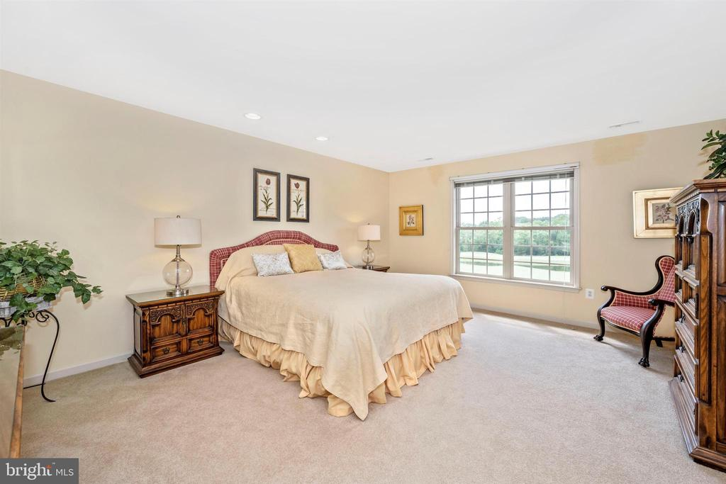 Large second bedroom with golf course views - 31 BATTERY RIDGE DR, GETTYSBURG