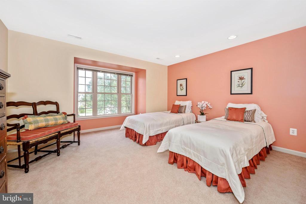 Huge third bedroom with 2 large closets - 31 BATTERY RIDGE DR, GETTYSBURG