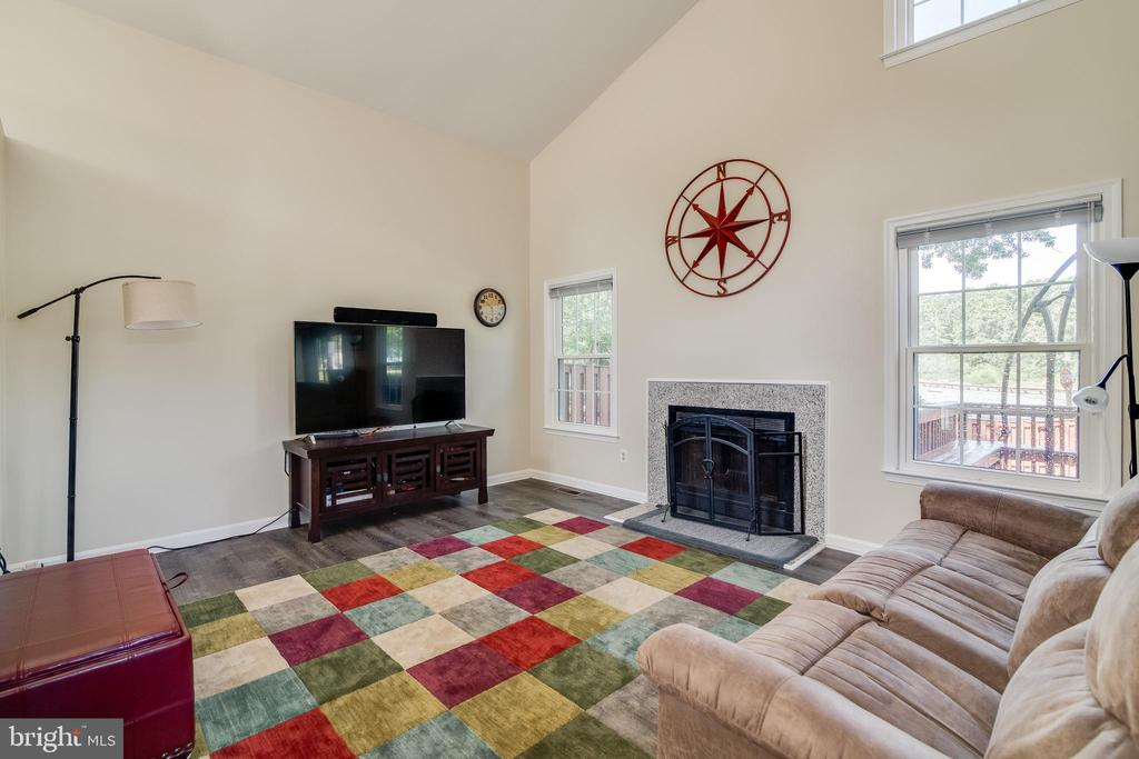 Living room - 7586 CROSS GATE LN, ALEXANDRIA