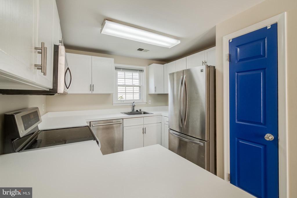 Kitchen - 7586 CROSS GATE LN, ALEXANDRIA
