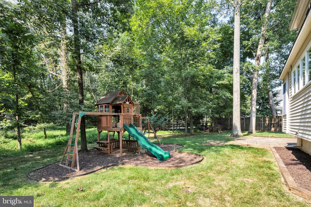 The kids will LOVE this awesome playset - 4 THORTON CT, STERLING