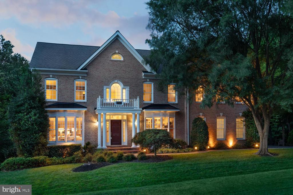 Exquisite Home with 4 Garage Spaces - 11364 JACKRABBIT CT, POTOMAC FALLS