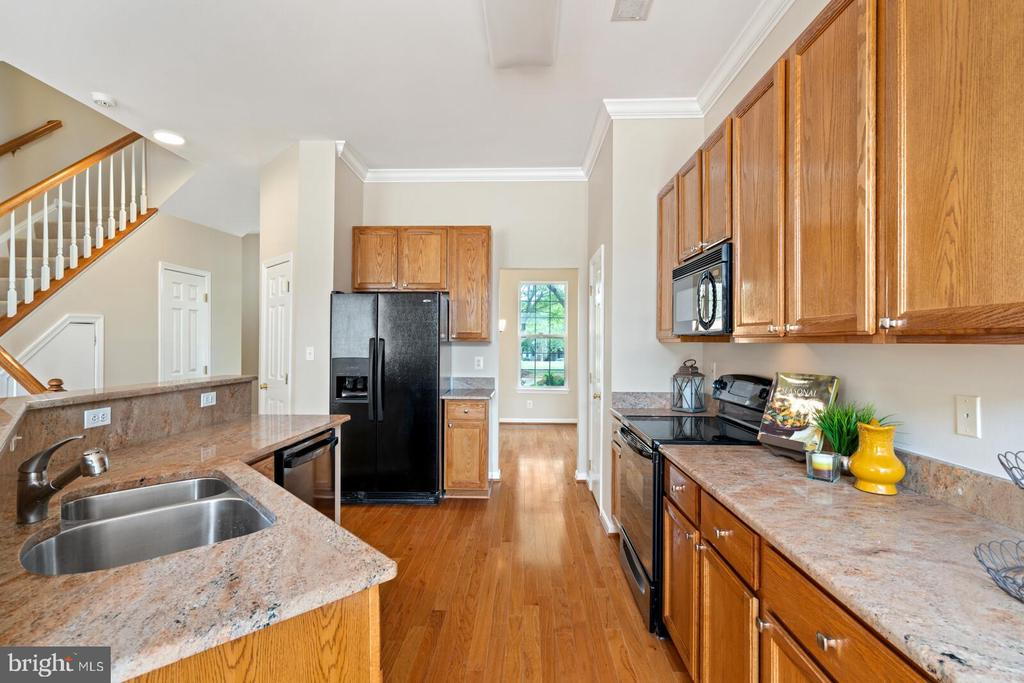 Granite counter tops - 25495 GOVER DR, CHANTILLY