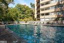 Delightful heated pool and lovely deck - 4101 CATHEDRAL AVE NW #910, WASHINGTON