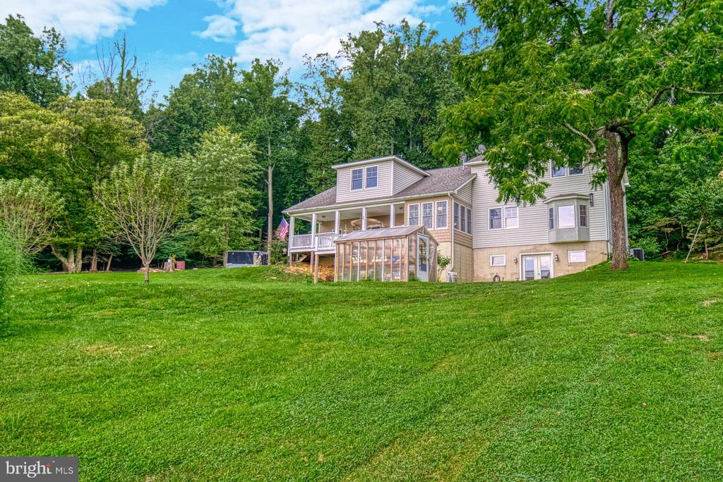 Custom Built Home on 12 Acres! - 12637 MOUNTAIN RD, LOVETTSVILLE