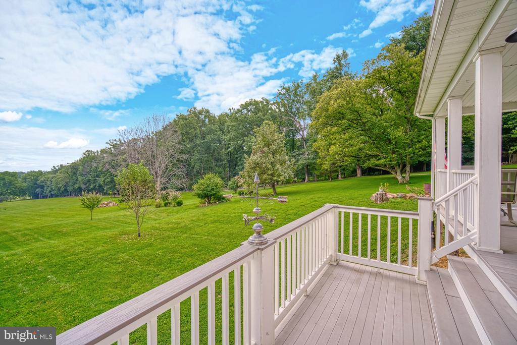 Elevated Front Porch with Mountain Views - 12637 MOUNTAIN RD, LOVETTSVILLE