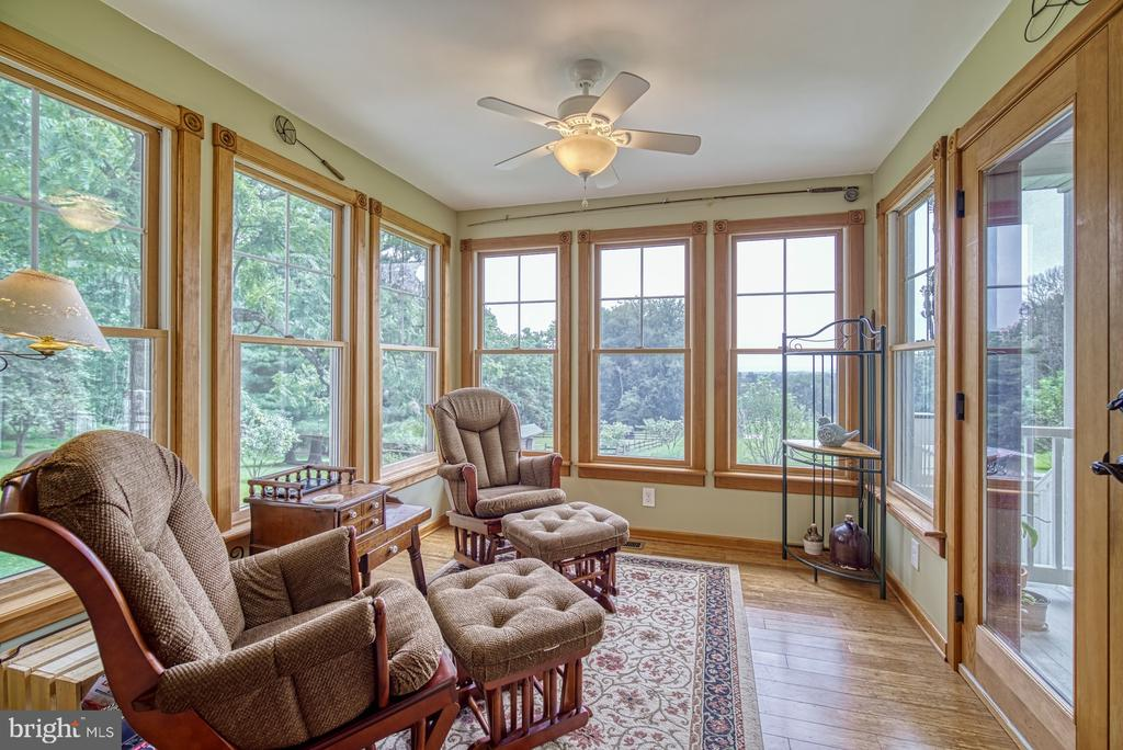 Sunroom connects to Porch - 12637 MOUNTAIN RD, LOVETTSVILLE