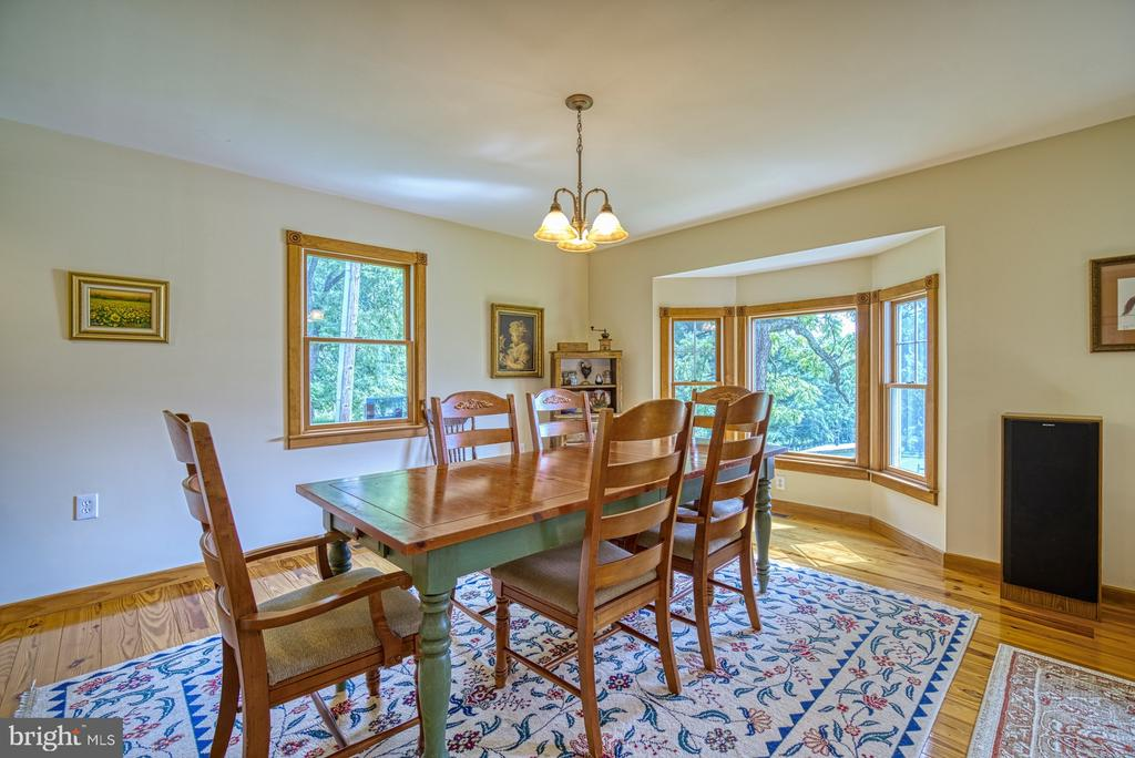 Dining Room Area with Bay Window - 12637 MOUNTAIN RD, LOVETTSVILLE