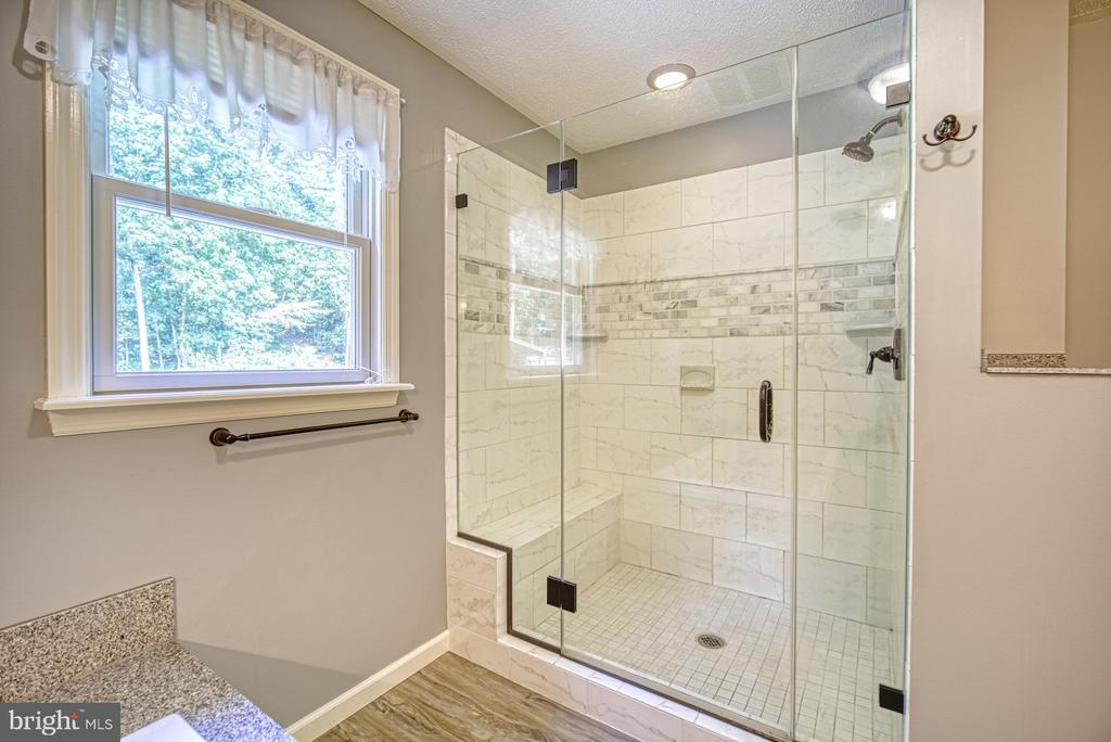 En-suite Bath - Large Shower with Frameless Door - 12637 MOUNTAIN RD, LOVETTSVILLE