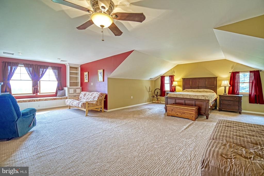 Grand Owner's Suite - 12637 MOUNTAIN RD, LOVETTSVILLE