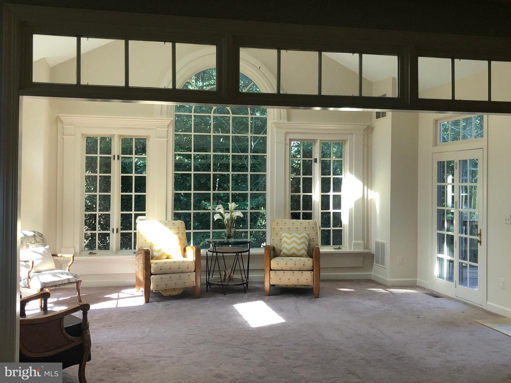 Light filled sunroom - 20592 CUTWATER PL, STERLING