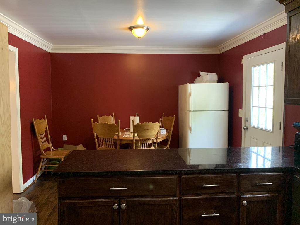 Kitchen Eating Area - 9218 LANDGREEN ST, MANASSAS