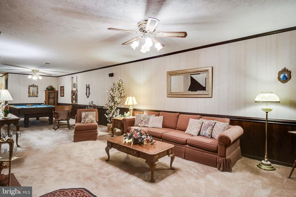 Generously sized living space - 6906 TOKEN VALLEY RD, MANASSAS