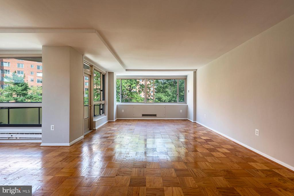 Sun splashed living / dining rooms - 4101 CATHEDRAL AVE NW #910, WASHINGTON