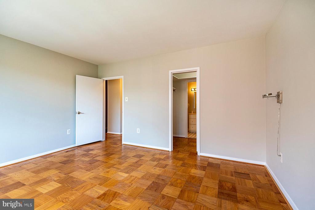 Principal bedroom with ensuite bath - 4101 CATHEDRAL AVE NW #910, WASHINGTON