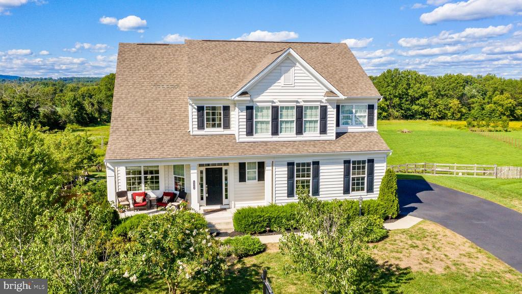 Welcome home to your private Oasis - 43264 HEAVENLY CIR, LEESBURG