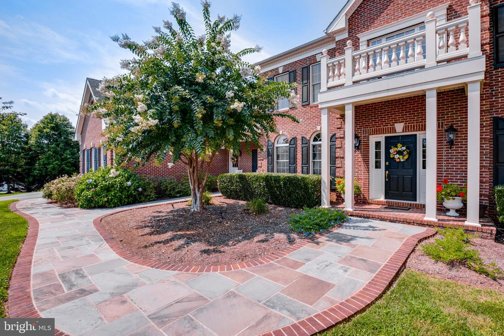 Beautiful walkway to front door - 17765 BRAEMAR, LEESBURG