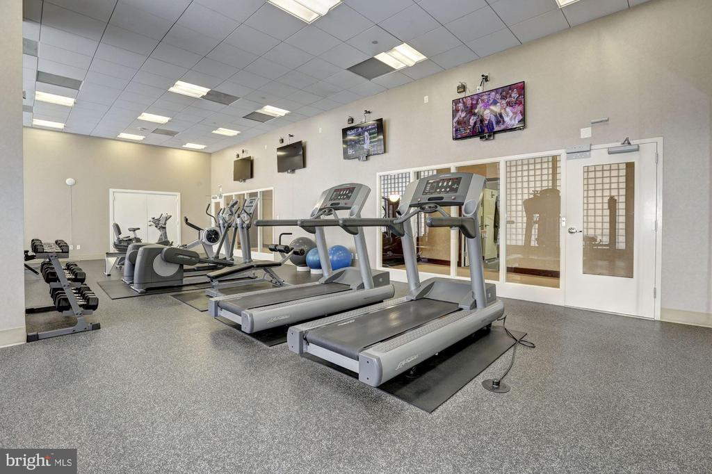 Fitness Center - 1020 N HIGHLAND ST #320, ARLINGTON