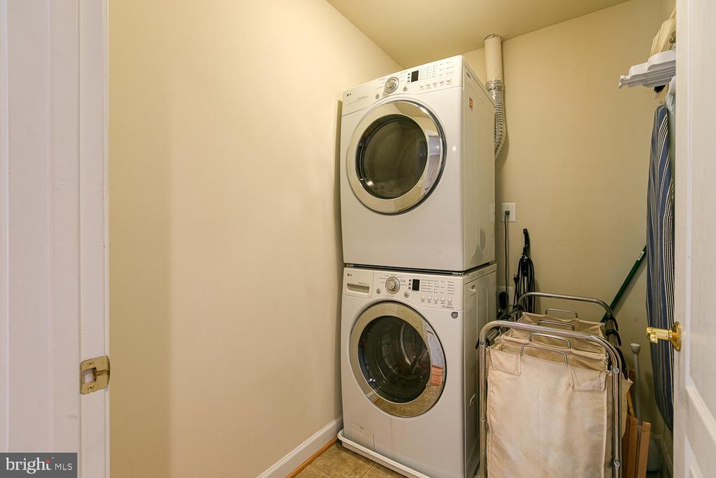 Upper Level Laundry Room w/ Built in Shelves - 3 ETERNITY CT, STAFFORD