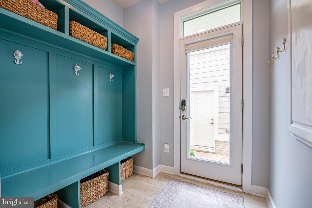 Custom built-in mudroom area off garage access - 3504 11TH ST S, ARLINGTON